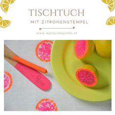 Pinke Zitronen? 🤔 Ja genau! Mit unseren Textilfarben zaubern wir damit nämlich ein zauberhaft sommerliches Tischtuch 🤩 Wie das funktioniert seht ihr in unserem Blog 😊 Plastic Cutting Board, Blog, Basteln, Good Times, Summer, Blogging
