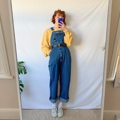 Simple n cute vintage dungarees, in lovely thick dark denim. The ideal dungarees shape, comfy, baggy fit with buckle fastenings, adjustable straps on the. Indie Outfits, Retro Outfits, Cute Casual Outfits, Fashion Outfits, Artsy Outfits, Dungarees Outfits, Dungaree Dress, Overalls, Aesthetic Fashion