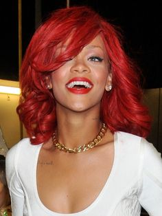rihanna mid length wavy bright red hair with side bangs Rihanna Red Hair, Rihanna Love, Rihanna Riri, Dyed Red Hair, Dye My Hair, Hair Color Shades, Red Hair Color, Curly Hair Model, Curly Hair Styles