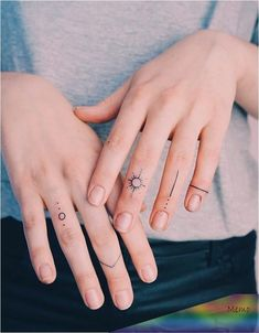 Simple Finger Tattoo, Finger Tattoo For Women, Small Finger Tattoos, Finger Tattoo Designs, Finger Tats, Cool Small Tattoos, Hand Tattoo Small, Finger Finger, Unique Tattoos For Women