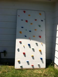51 Budget Backyard DIYs That Are Borderline Genius Can't afford that dream deck or in-ground pool you're dying for? There are still ways to get a beautiful backyard that's perfect for entertaining. Diy Climbing Wall, Rock Climbing, Climbing Girl, Climbing Pants, Climbing Holds, Mountain Climbing, Outdoor Games, Outdoor Fun, Outdoor Decor