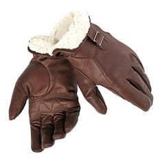 Dainese Freeman Gloves are made of high quality goat skin leather. The inside of the wrist is made from soft and warm fur that can be turned back and secured. Motorcycle Equipment, Retro Motorcycle, Motorcycle Outfit, Motorcycle Clothes, Gants Moto Vintage, Cuir Vintage, Leather Motorcycle Gloves, Leather Gloves, Leather Men
