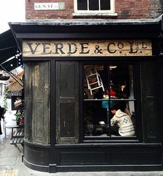 Cosy shops of #prettycitylondon by @urbanpixxels