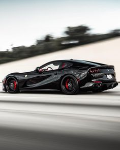 What a beautiful car the Ferrari 812 Superfast! It is just insane this combination of power and fun. Is this the best dailydriver you can buy today? What is your favorite car brand? Maserati, Bugatti, New Sports Cars, Super Sport Cars, Peugeot, Carros Audi, Ferrari 812 Superfast, Porsche, Automobile