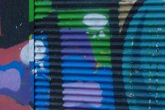 Graffiti sind allgegenwärtig. Fundstücke von einer Reise nach Istanbul: Ein Klick auf den richtigen Ausschnitt ergibt attraktive abstrakte Farbkompositionen... Graffiti, Art Supplies, Istanbul, Musical Composition, Voyage, Neckline, Graffiti Artwork, Street Art Graffiti