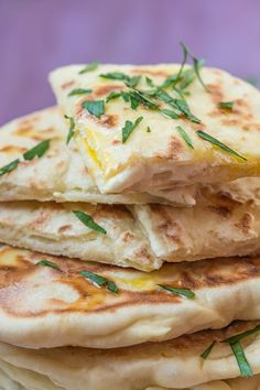 Recette facile de Naans fromage (cheese naan) - The Best Yummy Recipes Quick Recipes, Easy Dinner Recipes, Gourmet Recipes, Crockpot Recipes, Cooking Recipes, Grill Recipes, Pizza Recipes, Cheese Naan Recipes, Cheap Easy Meals
