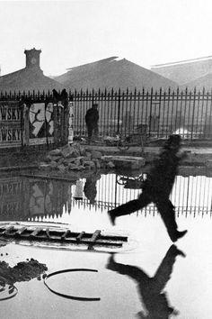 """""""Detrás de la Estación de Saint-Lazare"""", París, Francia, 1932, de Cartier-Bresson."""