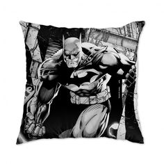 Almofada Batman em Ação da DC Comics com 43 x 43 cm e tecido antialérgico.