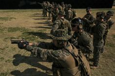 Reconnaissance Marines with Maritime Raid Force (MRF), 31st Marine Expeditionary Unit, during marksmanship training and qualification at Camp Hansen, Okinawa, Japan, Feb. 16, 2017. Usmc Recon, Marine Recon, Marine Corps, Marine Special Forces, Us Marines, Semper Fi, Us Army, Airsoft, Police