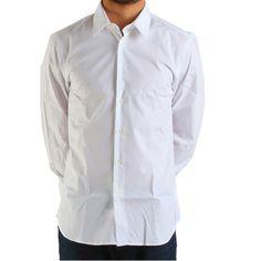 Producător: Calvin Klein Cod produs: CK18 Disponibilitate: În Stoc Camasa Calvin Klein Collection Compozitie: 100% bumbac Detalii: mânecă lungă, slim fit, Guler italian cu 1 buton Spălare 30 °