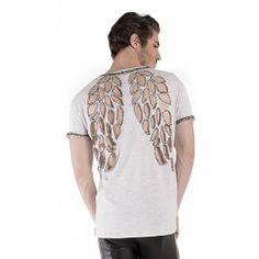 Camiseta manga curta com corte á laser nas costas e acabamentos bordados á mão com vidrilhos. Produto feito sob encomenda. Tam P: veste homens de 1.65 á 1.75 de alt