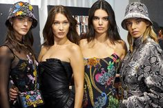 Kendall Jenner, Bella Hadid and Stella Maxwell backstage at the Versace fashion show during Milan Men's Fashion Week Spring/Summer 2019 in Milan Kendall Jenner Selfie, Kendall Jenner Style, Kendall And Kylie, King Of Prussia Mall, Victoria's Secret, Friend Outfits, Bella Hadid, Fashion Show, Celebs