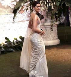 Kriti Sanon ivory saree The post Kriti Sanon ivory saree appeared first on ThealiceOnline. Wedding Saree Blouse, Saree Dress, Wedding Sarees, Indian Bollywood Actress, Bollywood Girls, Beautiful Saree, Beautiful Indian Actress, Beautiful Dresses, Beautiful Women