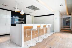 Apartment Kitchen Interior Design Ideas To Take As Example Apartment Kitchen, Home Decor Kitchen, Home Kitchens, Kitchen Ideas, Latest Kitchen Designs, Modern Kitchen Design, Minimal Kitchen, Interior Design Studio, Interior Design Kitchen