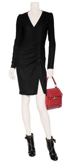 Outfit #56 Vestido drapeado de lana  con botonadura enfrente en color negro by Paul & Joe. Bolso tipo mochila en color tomate by Valentino. Botines de piel con adornos de estoperoles en color negro by Valentino.