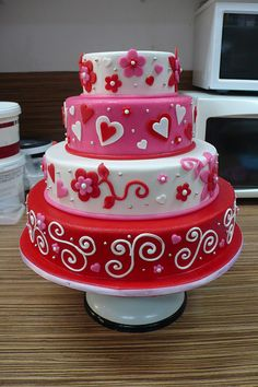 Valentine's Day Cake And Cupcakes Themselves Make – Fresh Design Pedia Valentines Day Food, Valentine Cake, Pretty Cakes, Beautiful Cakes, Amazing Cakes, Fondant Cakes, Cupcake Cakes, Bolo Fack, Just Cakes