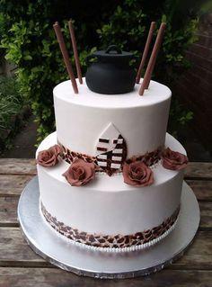 zulu cake by gugu baker Zulu Traditional Wedding, Traditional Cakes, Beaded Wedding Cake, Cool Wedding Cakes, African Cake, African Theme, African Wedding Cakes, Stewart, Engagement Cakes