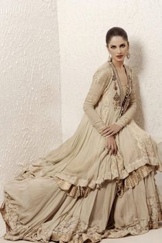 Now a days designers introduce latest and modern bridal sharara designs. Bride want beautiful and that dress which have a modern look with full smartness. Pakistani Couture, Indian Couture, Pakistani Dresses, Indian Dresses, Indian Outfits, Indian Clothes, Pakistani Lehenga, Pakistani Clothing, Nikkah Dress