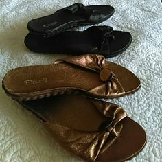 2 pairs of pinka9 sandals The gold pair is new, the Black ones use a few times, but very good condition and very confortable. Minka9 Shoes Sandals