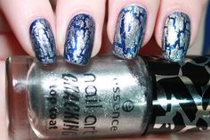 Essence - Hard To Resist - Crack Me! Silver - Swatch - Nail Polish - Nail art - Blue - Cracking - Cracked - Crack - Nagellak - Blauw - Zilver - PinkGraphics.nl - Silvy