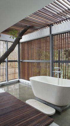 Light+Light House in Indonesia by Studio TonTon Indoor Outdoor Bathroom, Outdoor Baths, Bad Inspiration, Bathroom Inspiration, Bathroom Ideas, Modern Bathroom, Small Bathrooms, Bathroom Designs, Interior Architecture