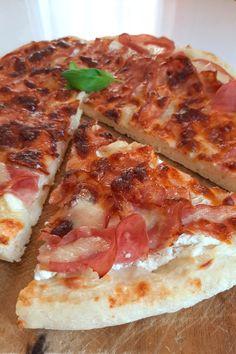 Gyors, egyszerű, finom kenyérlángos - pizza tészta recept. Bármilyen feltéttel variálhatod. Ebédre vagy vacsorára :) Most tejfölösen... Ciabatta, Pizza, Food, Ideas, Home, Meal, Eten, Meals, Thoughts