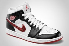 Today we finally see the basketball/skate sneak Air Jordan 1 Phat combine the classic colours of MJ's Bulls!