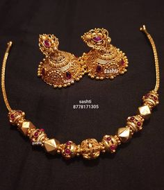 Gold Necklace Simple, Gold Jewelry Simple, Silver Jewelry, Pearl Necklace Designs, Gold Earrings Designs, Jhumar, Gold Temple Jewellery, Gold Mangalsutra Designs, Antique Jewellery Designs