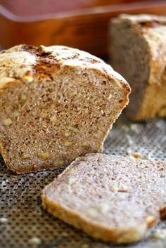 RUGBRØD MED VALNØTTER Norwegian Food, Norwegian Recipes, Bread, Baking, Bakken, Breads, Backen, Postres, Sandwich Loaf
