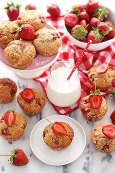 ÇİLEKLİ PAMUK MUFFIN - Damy's Kitchen Damy's Kitchen, Pastry Chef, Cake Cookies, Panna Cotta, Cheesecake, Muffin, Strawberry, Ethnic Recipes, Desserts