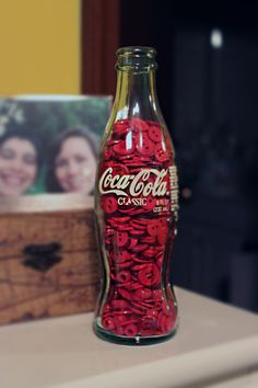 ♥...put red buttons in a vintage coke bottle for easy décor...cool idea!