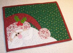 Quilted Santa Applique Mug Rug . photo inspiration only Christmas Mug Rugs, Christmas Placemats, Christmas Applique, Christmas Sewing, Christmas Makes, Christmas Projects, Holiday Crafts, Christmas Quilting, Small Quilts