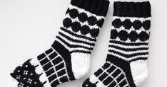 Eilen valmistui toiset Marimekko-villasukat. Ensimmäiset löytyvät täältä . Alotin nämä villasukat innolla jo jokin aika sitten ja ekan sukan... Marimekko, Socks, Fashion, Moda, Fashion Styles, Sock, Stockings, Fashion Illustrations, Ankle Socks