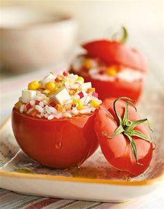 Tomates rellenosde ensalada de arroz