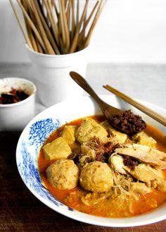 Yummy, my most favourite Curry Laksa. Nyonya are from Malacca Malaysia.