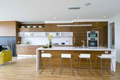 cuisine avec îlot central et déco de style moderne