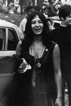Hippies at Woodstock Woodstock Photos, Woodstock Music, Woodstock Festival, Hippie Chick, Hippie Style, Joan Baez, Joe Cocker, Rock Festivals, Janis Joplin