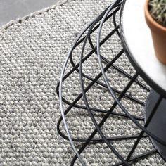 Een hoogwaardig wollen vloerkleed onder je voeten, wie wil dat nou niet? Dit kleed van Bodilson geeft jouw interieur een frisse look. De neutrale kleur zorgt er bovendien voor dat hij binnen meerdere woonstijlen past, zoals Scandinavisch of modern.