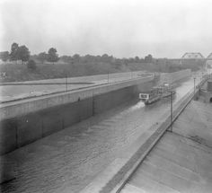 Ida-Mae in the Louisville and Portland Canal, 1926. :: Caufield & Shook Collection