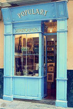 Tienda de ceramica tradicional de sevilla.