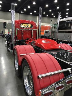 MACK note train horns on cat walk , very nice Custom Chevy Trucks, Mack Trucks, Old Trucks, Pickup Trucks, Custom Cars, Classic Tractor, Classic Trucks, Large Truck, Show Trucks