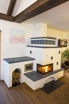 Farmhouse Fireplace, Stove Fireplace, Fireplace Design, Japanese Interior Design, Home Interior Design, Stove Heater, Concept Shop, Rocket Stoves, House Rooms