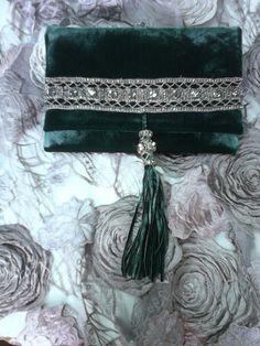 Bolso de mano en terciopelo verde con pedreria
