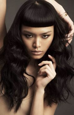 Wavy hair severe bangs