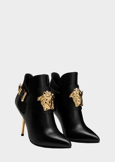 Versace Palazzo High Heel Booties for Women & US Online Store. Palazzo High Heel Booties from Versace Women& Collection. These high heeled booties are a timeless day-to-dark style. Source by Versace Boots, Valentino Shoes, Bootie Boots, Shoe Boots, Women's Shoes, Flat Shoes, Shoes Sneakers, Boot Heels, Dance Shoes