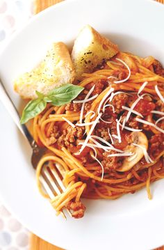 This easy spaghetti recipe lets you cook the pasta right in the tomato sauce, so there's less fuss and less cleanup.