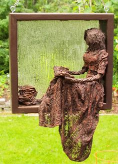 Lady in a Frame for your Garden or Porch (pre-requisite: Introductory workshop) ​Thursday, April 26 ​ This sculpture looks awesome hanging from your porch or in one of your trees. Wine Bottle Christmas Tree, Fine Arts School, Plaster Art, Paperclay, Mural Art, Diy Garden Decor, Chalk Art, Texture Art, Wire Art