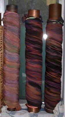 Fabric Dyeing Techniques, Tie Dye Techniques, Textile Dyeing, Dyeing Fabric, How To Dye Fabric, Paint Fabric, Stoff Design, Shibori Tie Dye, Silk Art
