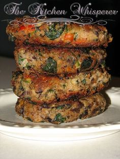 Double Bean Spinach Feta Burgers Ingredients 1 can black beans, rinsed 1 can white beans, rinsed cup onions, chopped small 1 tsp butter 1 Tbl olive oil and enough for bu… Veggie Dishes, Vegetable Recipes, Vegetarian Recipes, Cooking Recipes, Healthy Recipes, Vegetarian Barbecue, Vegetarian Cooking, Veggie Burger Recipes, Feta Burger Recipe