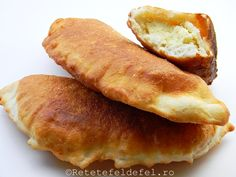 scovergi cu branza Romanian Food, Romanian Recipes, Chile, Hot Dog Buns, Food Inspiration, Deserts, Cooking Recipes, Bread, Meals